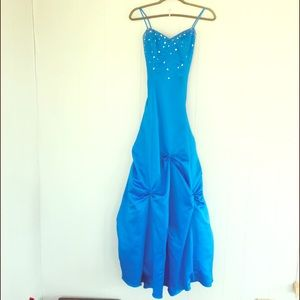 Elsa style :) BEAUTIFUL blue gown!!